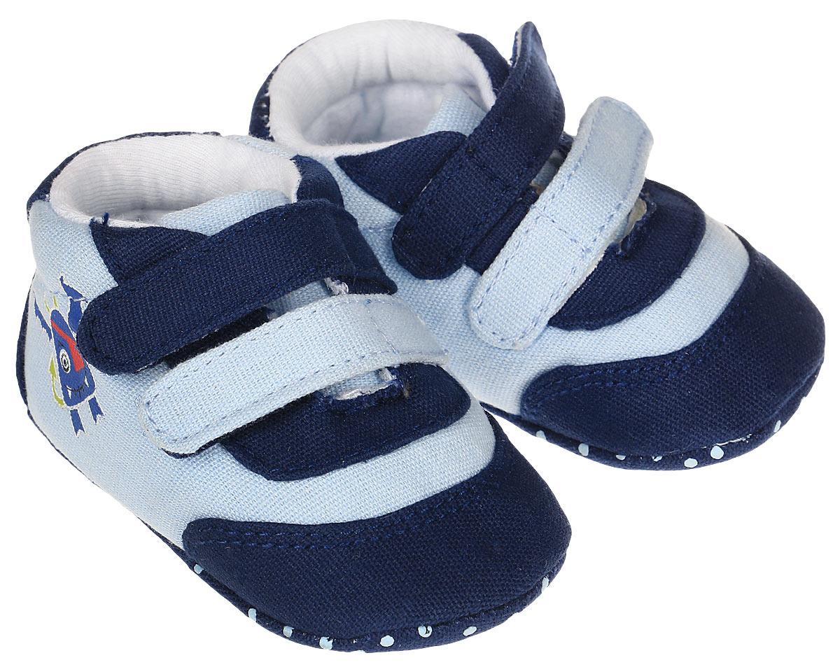Пинетки для мальчика Kapika, цвет: синий, голубой. 10127. Размер 1610127Стильные и модные пинетки для мальчика Kapika выполнены из хлопкового текстиля. Модель на липучках, которые надежно фиксируют пинетки на ножке ребенка и позволяют регулировать их объем.Удобные детские пинетки станут любимой обувью вашего ребенка.