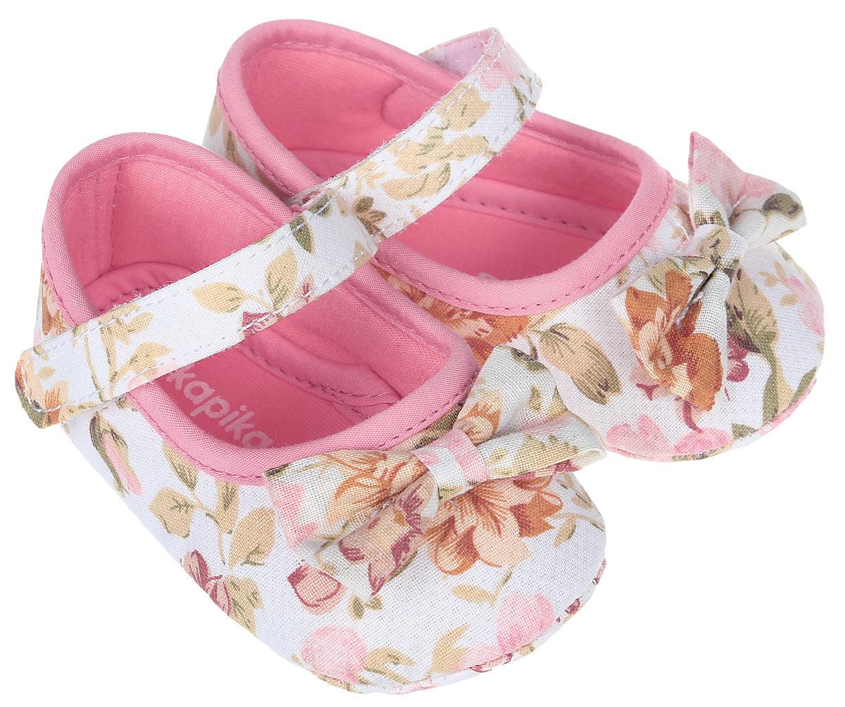 Пинетки для девочки Kapika, цвет: розовый. 10119. Размер 1710119Стильные пинетки для девочки Kapika великолепно дополнят наряд маленькой модницы. В них ваша малышка будет чувствовать себя комфортно и непринужденно. Пинетки выполнены из хлопкового текстиля, оформленного принтом. Модель на застежке-липучке, которая надежно фиксирует пинетки на ножке ребенка и позволяет регулировать их объем. Милые, нежные и удобные детские пинетки станут любимой обувью маленькой принцессы.
