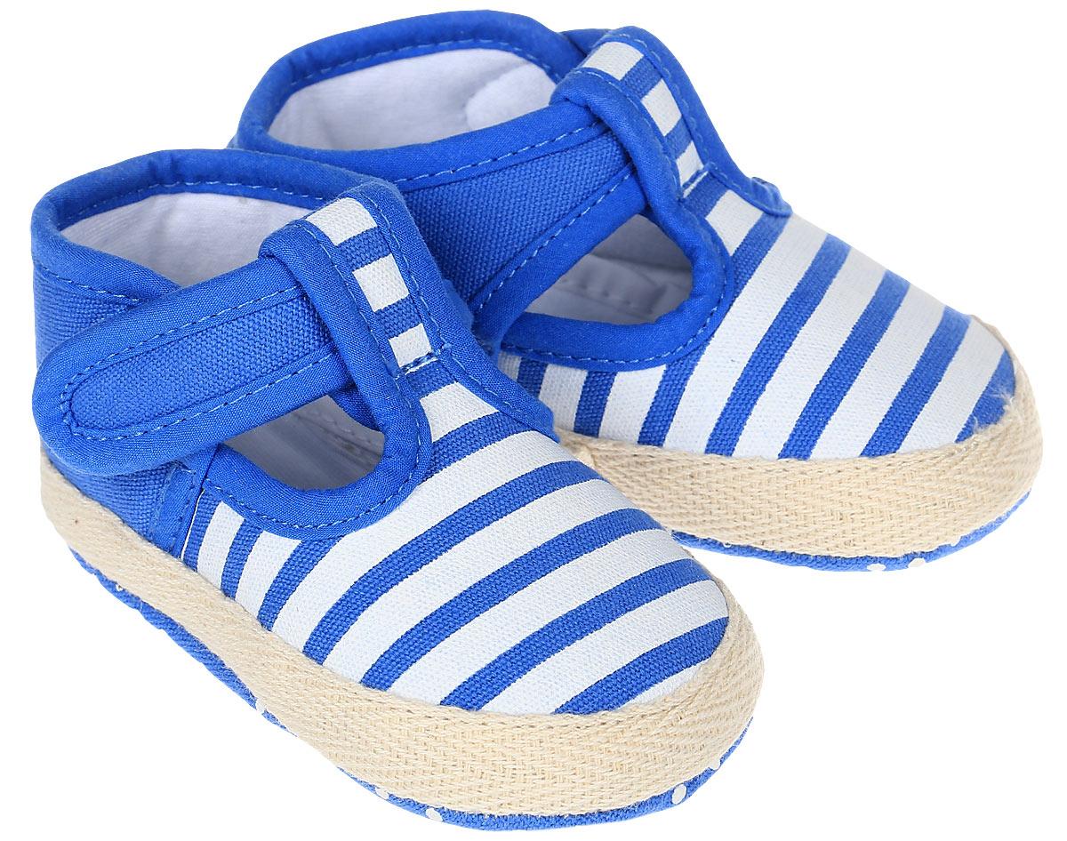 Пинетки для мальчика Kapika, цвет: голубой, белый. 10125. Размер 1710125Стильные и модные пинетки для мальчика Kapika выполнены из хлопкового текстиля. Модель на липучках, которые надежно фиксируют пинетки на ножке ребенка и позволяют регулировать их объем.Удобные детские пинетки станут любимой обувью вашего ребенка.