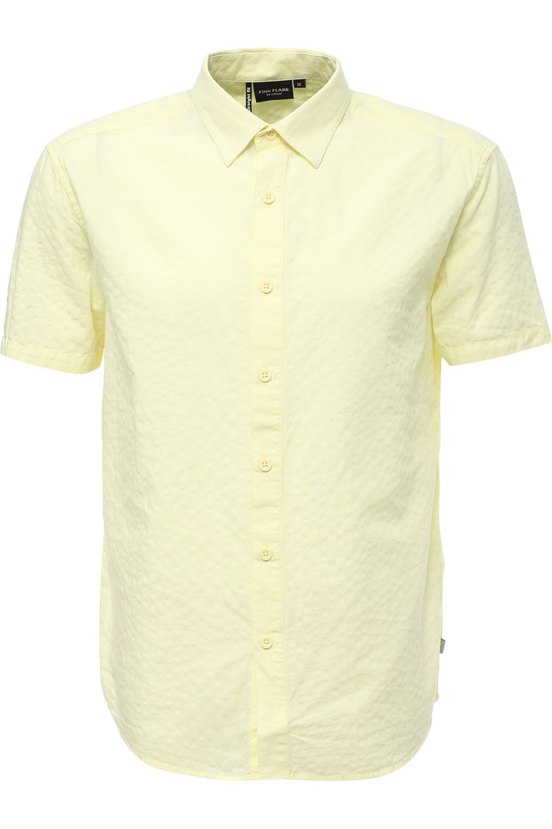 Рубашка мужская Finn Flare, цвет: лаймовый. S17-22019_518. Размер L (50)S17-22019_518Рубашка с короткими рукавами – must-have в летнем гардеробе любого мужчины. Это невероятно удобный и в то же время стильный элемент образа, ведь помимо прямого кроя и удобного для комбинирования цвета, вы можете наслаждаться комфортом благодаря качественному составу ткани. Такую модель можно сочетать в джинсами, летними брюками и даже шортами.