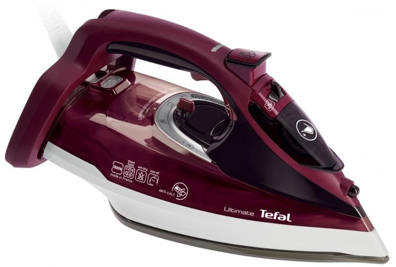 Tefal FV9726E0 утюгFV9726E0Гладьте и отпаривайте с удовольствием вместе с надежным паровым утюгом FV9726E0 от Tefal. Инновационный комплекс функций позволяет сделать каждое глажение легче и эффективнее.Паровой утюг Tefal FV9726E0 - это увеличенная мощность и бережная защита ваших вещей благодаря специальному покрытию подошвы. Технология подошвы Durilium обеспечивает непревзойденное скольжение, благодаря чему каждое глажение становится простым и приятным.Легкое и удобное управление, высокая маневренность и уникальная система Easycord сделают уход за вашими вещами легким и приятным.Мощный паровой удар позволяет пару проникать в самую глубину ткани и вместе с уникальной подошвой Autoclean разглаживать даже самые стойкие складки.Благодаря специальному коллектору для сбора накипи и интегрированной системе защиты Anti Scale System вы легко сможете поддерживать чистоту утюга и продлить срок его службы надолго. Эксклюзивный съемный коллектор для сбора накипи от Tefal задерживает частички накипи и гарантирует долгую и бесперебойную подачу пара. Коллектор очень легко чистить.Если утюг случайно останется без присмотра – он выключится автоматически. В вертикальном положении при бездействии утюг выключится через 8 минут. В горизонтальном положении при бездействии утюг выключится через 30 секунд.