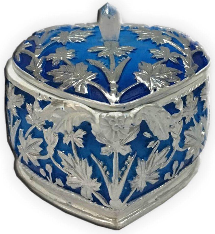 Шкатулка декоративная Magic Home, цвет: синий, 7,5 х 7,5 х 6 см44569Декоративная шкатулка Magic Home, изготовленная из высококачественной полирезины в винтажном стиле, не оставит равнодушным ни одного любителя красивых вещей. Шкатулка может использоваться для хранения бижутерии, в качестве украшения интерьера, а также послужит хорошим подарком для человека, ценящего практичные и оригинальные вещи.