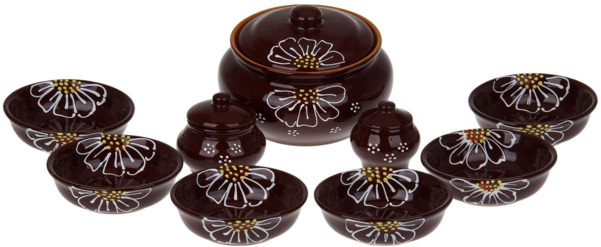 Набор посуды для пельменей Псковский гончар, цвет: коричневый, 9 предметов1228236Обратите внимание, аккуратный набор Для пельменей 9 предметов: кастрюля 1шт. 2 л, соусник 2 шт. 0,23 л/ 0,15 л, миска 6 шт. 0,4 л, коричневый уже ждёт своего счастливого обладателя! Все предметы выполнены из керамики, что придает любому приготовленному в них блюду особенный вкус. Покрытие – пищевая глазурь, которая безопасна в использовании, не имеет трещин и зазоров. Двойной обжиг служит гарантом надёжности и долговечности изделия.Пельменница имеет удобную крышку, которая предотвратит разбрызгивание и попадание посторонних продуктов в пищу, и большой объём 2 литра. Шесть мисок по 400 мл способны накормить даже самых голодных членов семьи. В комплект входит два соусника по 230 мл.Приятная расцветка и аккуратный рисунок будут радовать глаз при каждом использовании. Благодаря структуре глины любое блюдо, приготовленное при помощи посуды от «Псковского гончара», будет максимально вкусным и сохранит все свои полезные качества.