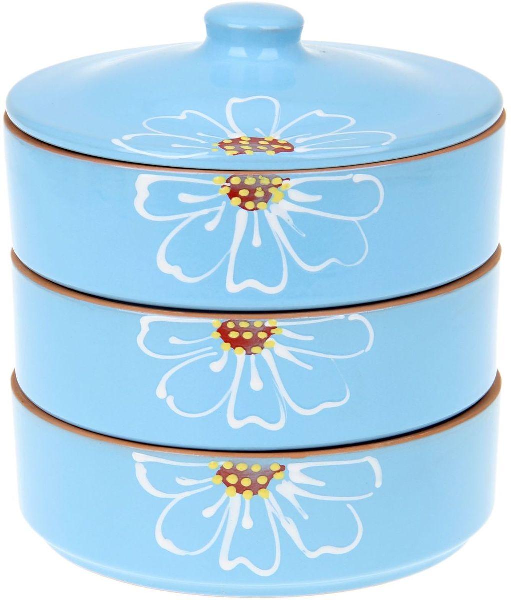 Набор блюд для холодца Псковский гончар Цветок, цвет: синий, 4 предмета1228241Набор для холодца Цветок синий 3 шт ( размер 1 шт H - 57мм, D - 172мм) будет вашим универсальным помощником! Он удобен не только для хранения холодца, но и для салатов, а также различных закусок. Набор предотвращает заветривание и сохраняет привлекательный внешний вид блюда. Вы сможете готовить непосредственно в нём: специальная керамика подходит для использования в микроволновой печи, в духовом шкафу, русской печи или на гриле.Утолщённые стенки дольше сохраняют тепло, поэтому можно не волноваться, что блюдо быстро остынет. Благодаря специальной конструкции предметы из набора можно устойчиво размещать друг на друге, что значительно сэкономит место в шкафу или холодильнике.Приятная расцветка и аккуратный рисунок будут радовать глаз при каждом использовании. Благодаря структуре глины любое блюдо, приготовленное при помощи посуды от «Псковского гончара», будет максимально вкусным и сохранит все свои полезные качества.