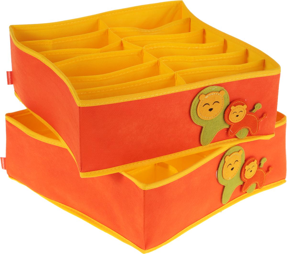 Набор органайзеров для детского белья Все на местах Sunny Jungle, цвет: желтый, оранжевый, 2 шт1071029.Набор органайзеров для детского белья Все на местах Sunny Jungleвыполнен из спанбонда и ПВХ, дополнен фетровыми аппликациями.В набор входят два органайзера - в первом есть 20 ячеек для мелких вещей (трусиков, колгот, носочков) и одно широкое отделение. Второй органайзер служит для хранения водолазок, теплых колгот, футболок, в нем 12 отделений. Размеры набора позволяют разместить его в любом комоде или на полках в шкафу. Стенки органайзеров укреплены пластиком. В дно вшиты молнии, поэтому их можно быстро сложить, если необходимость в них отпадет. Размеры: органайзер № 1 -32 х 32 х 12 см, 12 продольных ячеек размером 16 х 5,3 см;органайзер № 2:32 х 32 х 12,1 см, продольная ячейка 32 х 6,4 см; 20 квадратных ячеек размером 6,4 х 6,4 см.