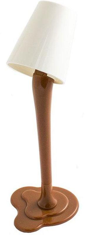 Эврика Ручка шариковая Лампа с подсветкой цвет корпуса коричневый97118Удивительная светящаяся настольная ручка-лампа на подставке создает иллюзию, будто небольшое ведерко с краской зависло в воздухе. Стильная, яркая, необычная вещица украсит собой рабочий стол, подсветит подписываемый документ и удивит коллег.