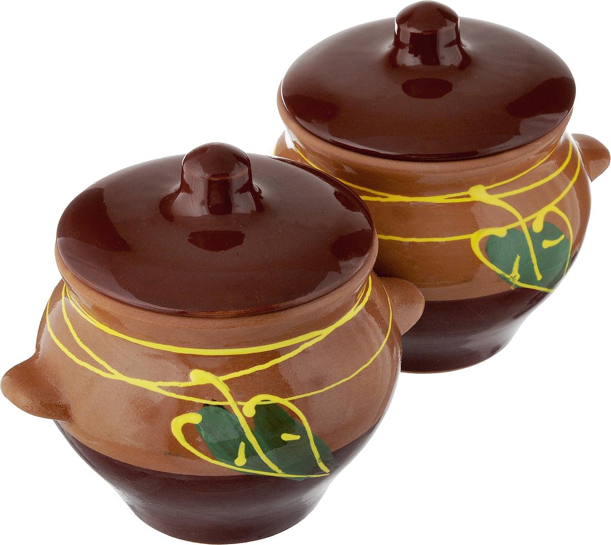 Набор горшочков для запекания Борисовская керамика Стандарт, с крышками, цвет: коричневый, темно-коричневый, зеленый, 500 мл, 2 штОБЧ00000006_коричневый, темно-коричневый, зеленый листокНабор Борисовская керамика Стандарт состоит из 2 горшочков для запекания с крышками. Каждый предмет набора выполнен из высококачественной керамики.Уникальные свойства красной глины и толстые стенки изделия обеспечивают эффект русской печи при приготовлении блюд. Блюда, приготовленные в керамическом горшке, получаются нежными и сочными. Вы сможете приготовить мясо, сделать томленые овощи и все это без капли масла. Это один из самых здоровых способов готовки. Можно использовать в духовке и микроволновой печи. Диаметр горшка (по верхнему краю): 9,5 см.Высота стенок: 9,6 см.Объем горшка: 500 мл.