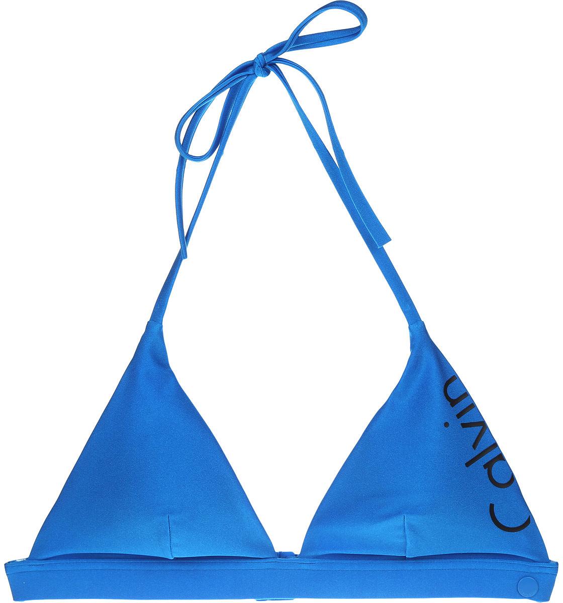 Купальный бюстгальтер Calvin Klein Underwear, цвет: голубой. KW0KW00015_488. Размер M (48)KW0KW00015_488Купальный бюстгальтер Calvin Klein Underwear изготовлен из эластичного материала. Модель выполнена с треугольными чашечками и тонкими вкладышами, которые при необходимости можно извлечь. Тонкие бретели завязываются сверху на шее. Низ дополнен эластичной резинкой, которая застегивается сзади на пластиковую защелку.