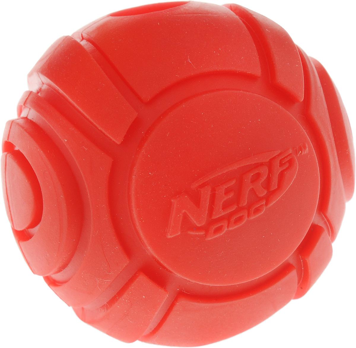 Игрушка для собак Nerf Мяч теннисный для бластера, цвет: красный, диаметр 6 см30748_красныйИгрушка для собак Nerf Мяч теннисный для бластера, изготовленный из прочной долговечной резины, не позволит скучать вашему питомцу и дома, и на улице. Изделие великолепно подходит для игры и массажа десен вашего питомца. Диаметр мяча: 6 см.