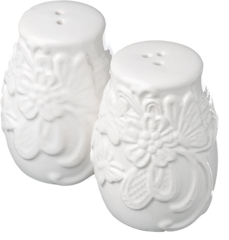Набор для соли и перца Vetta Бабочка, 2 предмета824789Набор Vetta Бабочка состоит из солонки и перечницы, выполненных из высококачественной керамики белого цвета. Изделия оформлены рельефным рисунком в виде узоров, бабочек и цветов. Дизайн, эстетичность и функциональность набора Бабочка позволят ему стать достойным дополнением к кухонному интерьеру.