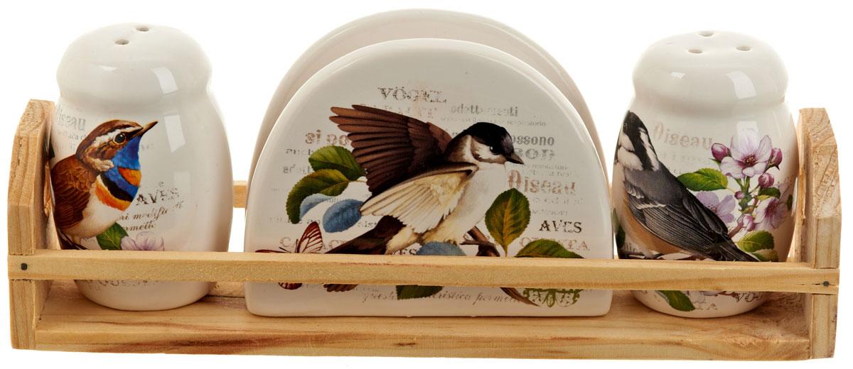 Набор для специй Polystar Birds, 4 предметаL0280044Набор для специй и салфетница Birds выполнены из высококачественной керамики, на деревянной подставке. Благодаря своим компактным размерам не займет много места на вашей кухне. Солонка, перечница и салфетница декорированы рисунком с изображением птиц. Набор Birds станет отличным подарком каждой хозяйке.