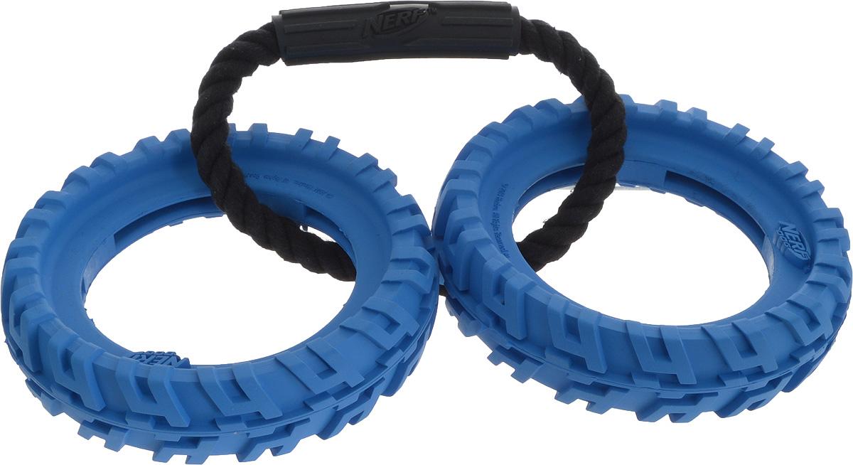 Игрушка для собак Nerf Шина, с ручкой, цвет: синий, черный, длина 27,5 см22507_синийИгрушка для собак Nerf Шина изготовлена из сверхпрочной резины с нейлоновой ручкой. Высококачественные прочные материалы, из которых изготовлена игрушка, обеспечивают долговечность использования. Подходит для собак с самой мощной челюстью. Оптимальна для перетягивания, подходит для игры двух собак.Внешний диаметр кольца: 13 см.Внутренний диаметр кольца: 8 см.Общая длина игрушки: 27,5 см.