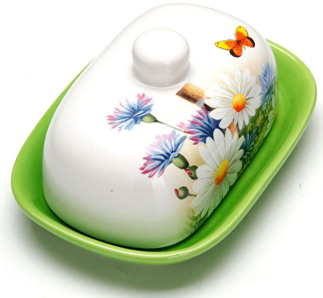 Масленка Loraine Лето. 2629126291Масленка Loraine, выполненная из качественной доломитовой керамики и декорированная ярким рисунком, станет украшением интерьера вашей кухни. Масленка надежно закрывается керамической крышкой и прекрасно подойдет для хранения и сервировки масла, сыра, творога.Масленка рассчитана примерно на 200 грамм масла.Пригодна для использования в холодильнике, морозильнике, микроволновой печи.Подходит для мытья в посудомоечной машине.Размер блюда: 17 х 12 х 2 см.Размер крышки: 14 х 10 х 7,5 см.Общий размер масленки: 17 х 12 х 8,5 см.