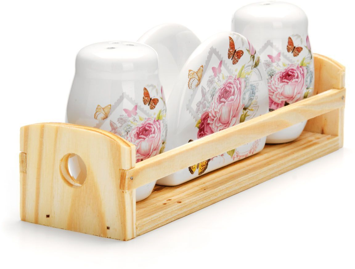 Набор для специй Loraine Батерфляй, 4 предмета26317Набор для специй Loraine состоит из солонки, перечницы, салфетницы и деревянной подставки. Предметы набора выполнены из доломита высокого качества и оформлены ярким рисунком. Отверстия, в которые засыпаются специи, закрыты силиконовыми пробками. Благодаря своим небольшим размерам набор не займет много места на вашей кухне. Дизайн, эстетичность и функциональность набора Loraine позволят ему стать достойным дополнением к кухонному инвентарю.Можно мыть в посудомоечной машине и использовать в микроволновой печи.Размер солонки/перечницы: 4,3 х 4,3 х 6,5 см. Размер салфетницы: 9,5х 4,3 х 7 см. Размер подставки: 21,5 х 6,2 х 5 см.