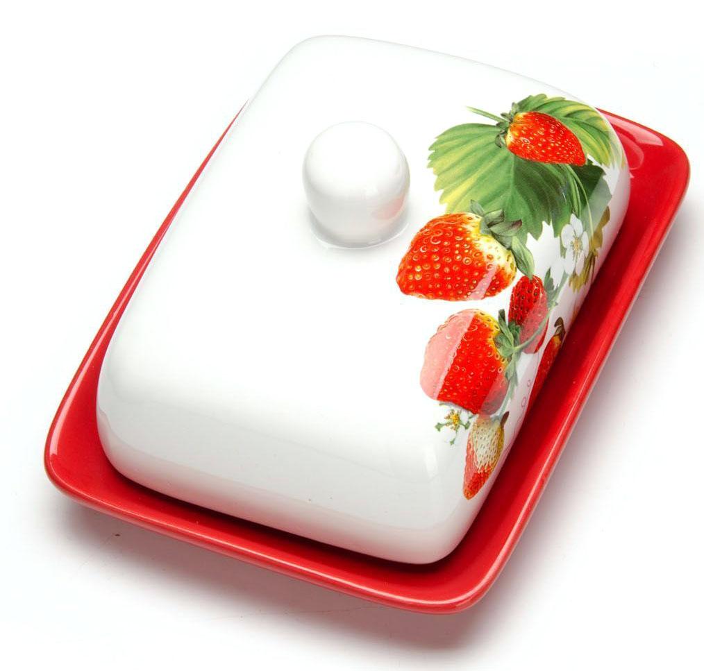 Масленка Loraine Клубника. 2634126341Масленка Loraine, выполненная из качественной доломитовой керамики и декорированная ярким рисунком, станет украшением интерьера вашей кухни. Масленка надежно закрывается керамической крышкой и прекрасно подойдет для хранения и сервировки масла, сыра, творога.Масленка рассчитана примерно на 200 грамм масла.Пригодна для использования в холодильнике, морозильнике, микроволновой печи.Подходит для мытья в посудомоечной машине. Размер блюда: 17 х 12,5 х 2,3 см.Размер крышки: 14 х 10 х 7,5 см.Общий размер масленки: 17 х 18,5 х 8,5 см.