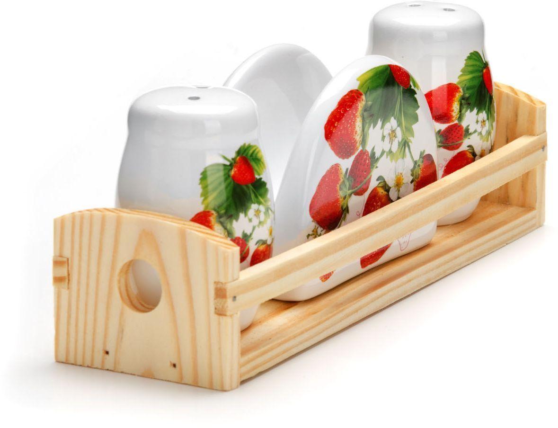 Набор для специй Loraine Клубника, 4 предмета26351Набор для специй Loraine состоит из солонки, перечницы, салфетницы и деревянной подставки. Предметы набора выполнены из доломита высокого качества и оформлены ярким рисунком. Отверстия, в которые засыпаются специи, закрыты силиконовыми пробками. Благодаря своим небольшим размерам набор не займет много места на вашей кухне. Дизайн, эстетичность и функциональность набора Loraine позволят ему стать достойным дополнением к кухонному инвентарю.Можно мыть в посудомоечной машине и использовать в микроволновой печи.Размер солонки/перечницы: 4,3 х 4,3 х 6,5 см. Размер салфетницы: 9,5х 4,3 х 7 см. Размер подставки: 21,5 х 6,2 х 5 см.