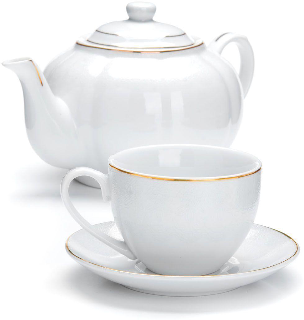 """Чайный набор """"Loraine"""" на 6 персон, изготовленный из высококачественной керамики изысканного белого цвета, состоит из 6 чашек, 6 блюдец и заварочного чайника. Изделия набора украшены тонкой золотой каймой и имеют красивый и нежный дизайн.   Набор придется по вкусу и ценителям классики, и тем, кто предпочитает утонченность и изысканность. Он настроит на позитивный лад и подарит хорошее настроение с самого утра.   Набор упакован в подарочную упаковку.  Такой чайный набор станет прекрасным украшением стола, а процесс чаепития превратится в одно удовольствие! Это замечательный выбор для подарка родным и друзьям! Объем чайника: 1 л. Объем чашки: 220 мл."""