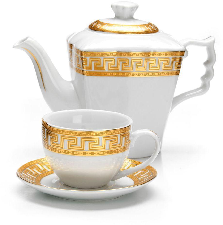 Чайный сервиз Loraine, 13 предметов. 2642626426Чайный набор Loraine на 6 персон выполнен из высококачественного фарфора белого цвета и украшен золотым орнаментом. Изящный дизайн придется по вкусу и ценителям классики, и тем, кто предпочитает утонченность и изысканность.Набор упакован в стильную подарочную коробку, оформленную изнутри белой атласной тканью. Каждый предмет надежно зафиксирован внутри коробки благодаря специальным выемкам.Чайный набор - идеальный и необходимый подарок для вашего дома и для ваших друзей в праздники, юбилеи и торжества! Также он станет отличным корпоративным подарком и украшением любой кухни.Подходит для мытья в посудомоечной машине. В наборе: 6 чашек, 6 блюдец и заварочный чайник. Объем чайника: 1 л. Объем чашки: 220 мл.