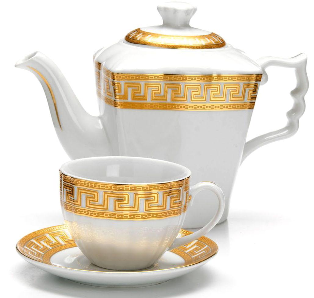 Чайный сервиз Loraine, 13 предметов. 2642726427Чайный набор Loraine на 6 персон выполнен из высококачественного фарфора белого цвета и украшен золотым орнаментом. Изящный дизайн придется по вкусу и ценителям классики, и тем, кто предпочитает утонченность и изысканность.Набор упакован в стильную подарочную коробку, оформленную изнутри белой атласной тканью. Каждый предмет надежно зафиксирован внутри коробки благодаря специальным выемкам.Чайный набор - идеальный и необходимый подарок для вашего дома и для ваших друзей в праздники, юбилеи и торжества! Также он станет отличным корпоративным подарком и украшением любой кухни.Подходит для мытья в посудомоечной машине. В наборе: 6 чашек, 6 блюдец и заварочный чайник. Объем чайника: 1 л. Объем чашки: 220 мл.