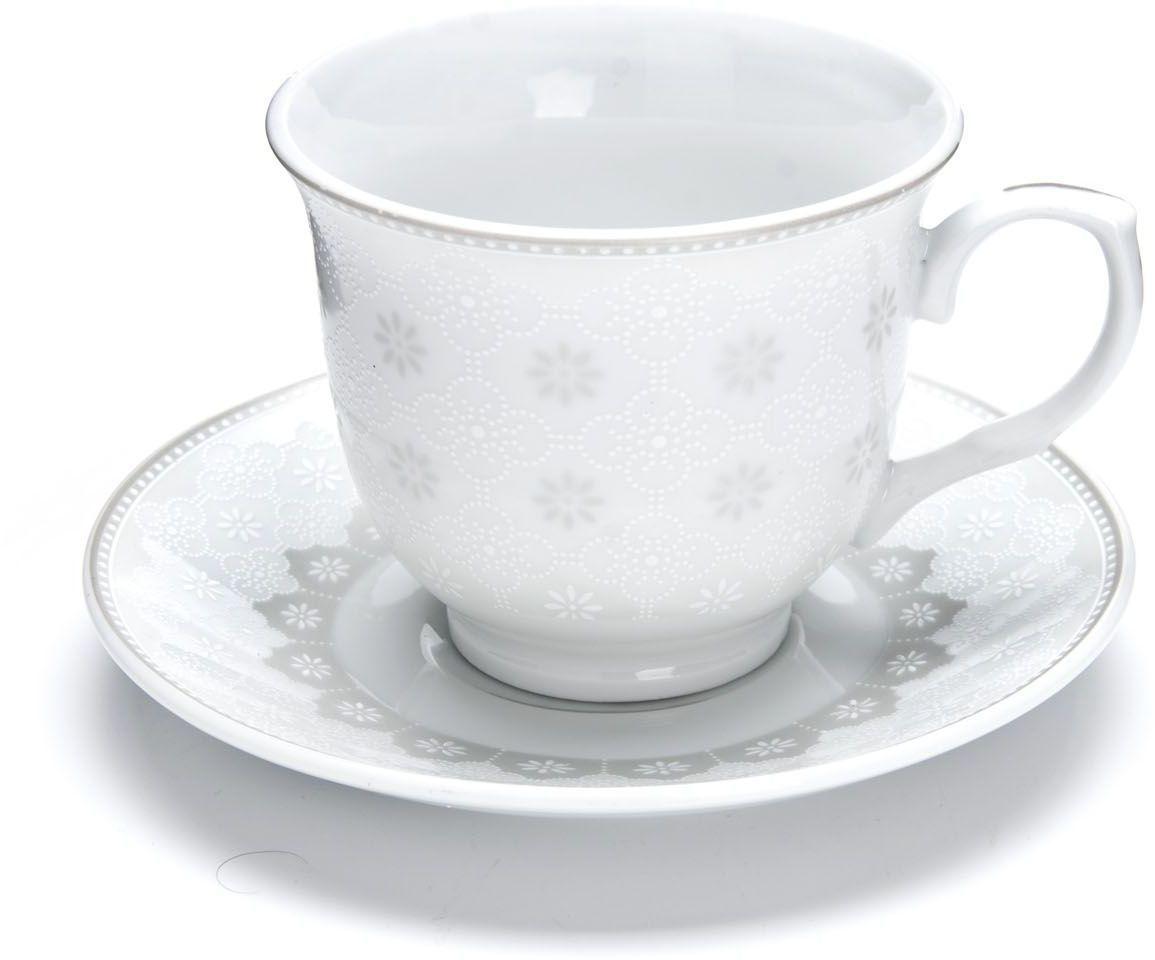 Чайный сервиз Loraine, 12 предметов, 220 мл. 2643326433Чайный набор Loraine на 6 персон, изготовленный из высококачественного костяного фарфора, состоит из 6 чашек и 6 блюдец. Набор придется по вкусу и ценителям классики, и тем, кто предпочитает утонченность и изысканность. Он настроит на позитивный лад и подарит хорошее настроение с самого утра. Набор упакован в подарочную упаковку. Такой чайный набор станет прекрасным украшением стола, а процесс чаепития превратится в одно удовольствие! Это замечательный выбор для подарка родным и друзьям!Объем чашки: 220 мл.
