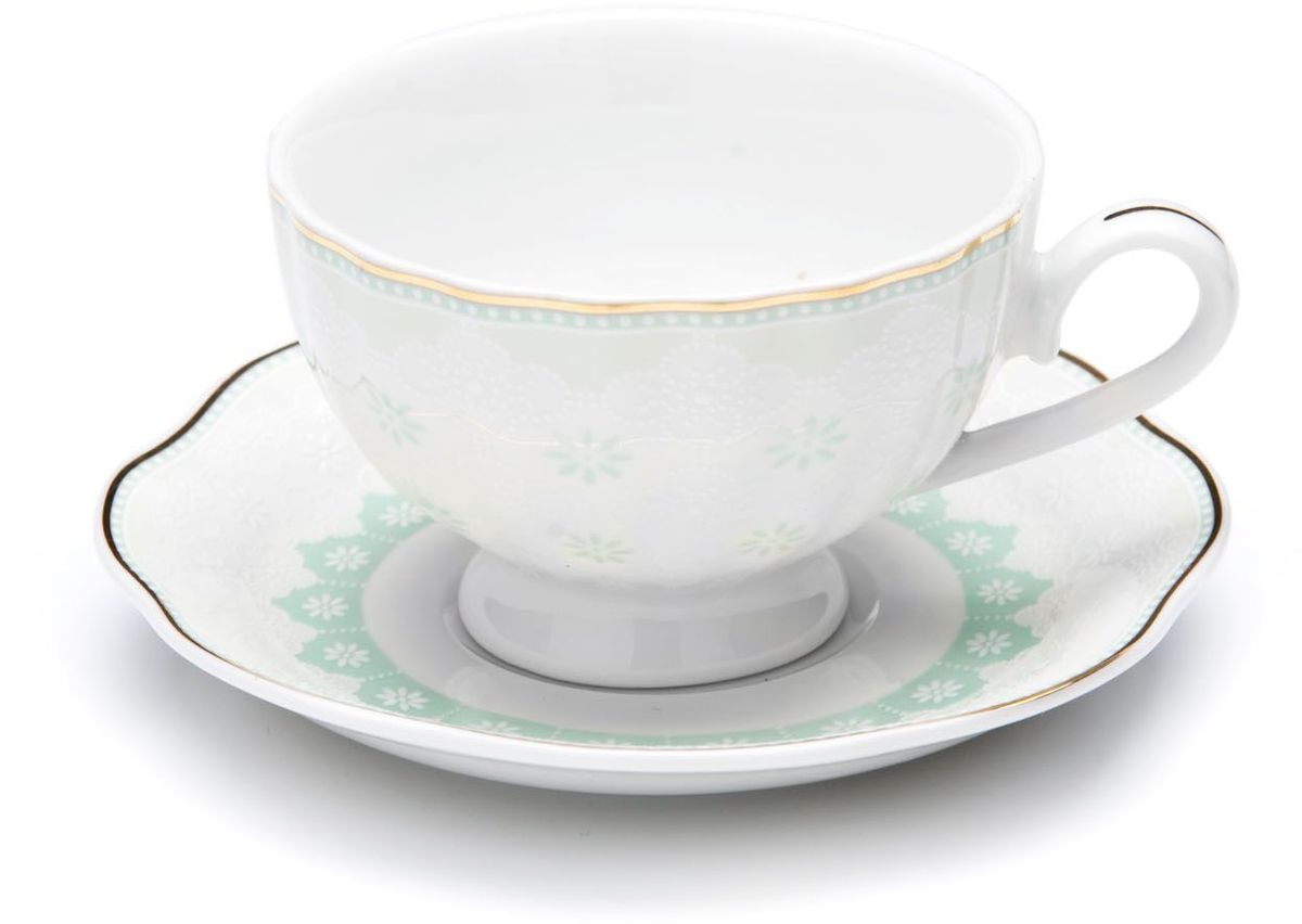 Кофейный сервиз Loraine, цвет: мятный, 110 мл, 12 предметов. 26441-126441-1Кофейный набор на 6 персон Loraine выполнен из высококачественного костяного фарфора - материала безопасного для здоровья и надолго сохраняющего тепло напитка. В наборе 6 кофейных чашек и 6 блюдец. Несмотря на свою внешнюю хрупкость, каждый из предметов набора обладает высокой прочностью и надежностью.Элегантный классический дизайн с тонкой золотой каймой делает этот кофейный набор прекрасным украшением любого стола.Набор аккуратно упакован в подарочную упаковку, поэтому его можно преподнести в качестве оригинального и практичного подарка для своих родных и самых близких.Подходит для мытья в посудомоечной машине.