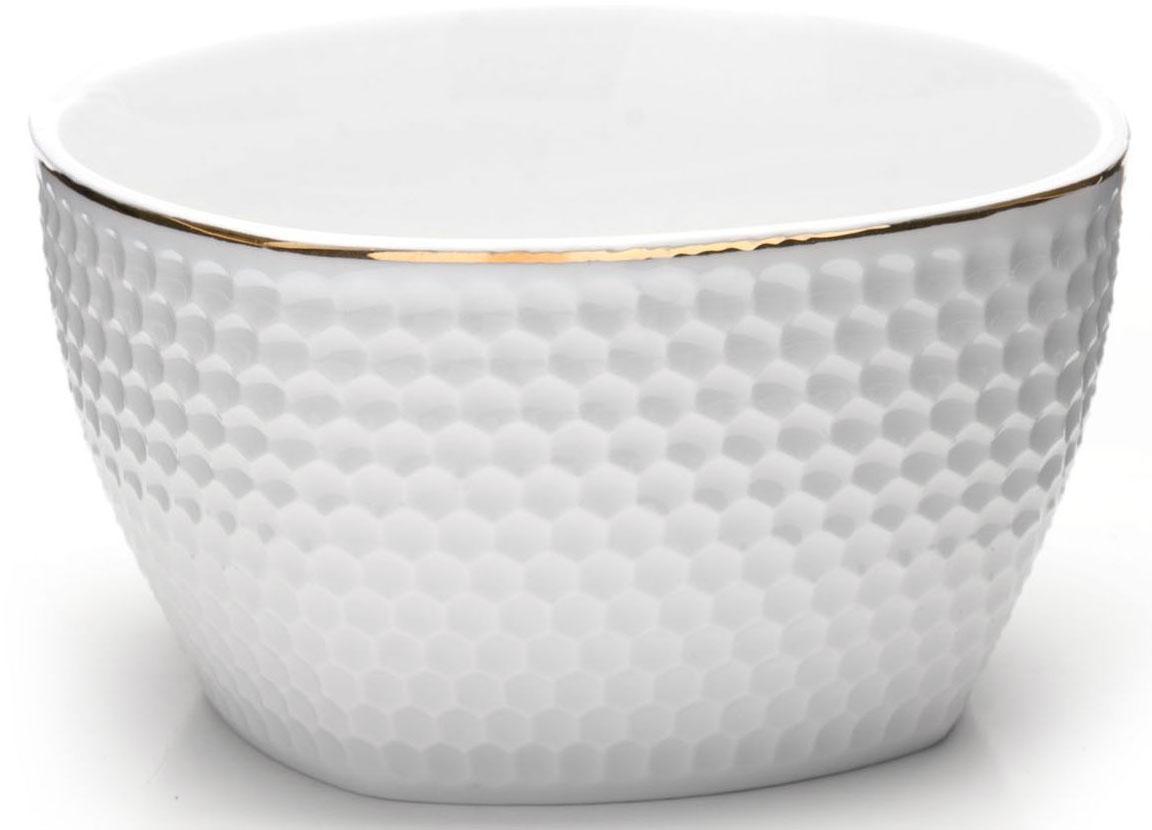 Набор салатников Loraine, 6 предметов, 350 мл. 2651126511Набор Loraine, состоящий из 6 салатников, выполнен из качественной керамики в белом цвете и украшен золотой окантовкой. В керамической посуде блюда сохраняют свои вкусовые качества, кроме того она обладает термической и химической прочностью.Благодаря оригинальному дизайну, такие салатники отлично подойдут как для ежедневного использования, так и для праздничной сервировки стола.Подходит для мытья в посудомоечной машине.