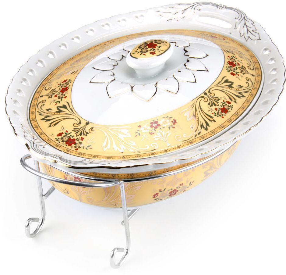 """Мармит """"Loraine"""" выполнен из керамики, украшенной рисунком. Керамическая чаша с удобными ручками располагается на стальной подставке с двумя подсвечниками для чайных свечей (входят в комплект). Свечи, устанавливающиеся на подставке, нагревают чашу снизу, таким образом, поддерживая нужную температуру приготовленного блюда.  Керамическая крышка с удобной ручкой плотно прикрывает чашу сверху, в свою очередь, не давая остыть блюду.  Благодаря своему элегантному дизайну, мармит с приготовленным блюдом можно сразу подавать на стол, не перекладывая еду на сервировочные тарелки. Изящный, с современным дизайном, мармит украсит любой праздничный стол, а блюда в нем будут всегда теплыми и ароматными.  Керамическая чаша (без подставки) подходит для использования в духовом шкафу и микроволновой печи.  Подходит для мытья в посудомоечной машине.  Подходит для хранения в холодильнике."""