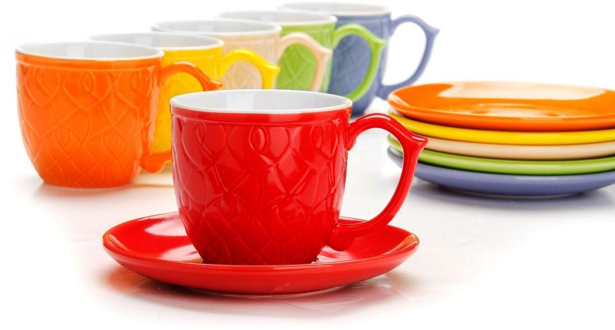 Чайный сервиз Loraine, 12 предметов, 240 мл. 2655326553Чайный набор Loraine на 6 персон, выполненный из качественной цветной керамики, состоит из 6 чашек и 6 блюдец. Изящный дизайн и красочность оформления придутся по вкусу и ценителям классики, и тем, кто предпочитает утонченность и изысканность.Чайный набор - идеальный и необходимый подарок для вашего дома и для ваших друзей в праздники, юбилеи и торжества! Набор настроит на позитивный лад и подарит хорошее настроение с самого утра!Чайный набор упакован в индивидуальную коробку.Объем чашки: 240 мл.