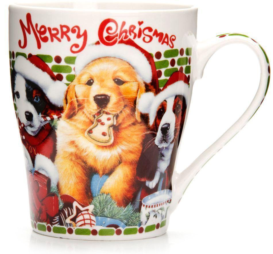 Кружка Loraine Christmas, 340 мл, подарочная упаковка. 26563-3115510Кружка Loraine, выполненная из костяного фарфора и украшенная ярким рисунком, станет красивым и полезным подарком для ваших родных и близких. Дизайн изделия придется по вкусу и ценителям классики, и тем, кто предпочитает утонченность и изысканность. Кружка Loraine настроит на позитивный лад и подарит хорошее настроение с самого утра. Изделие пригодно для использования в микроволновой печи и холодильника. Подходит для мытья в посудомоечной машине.