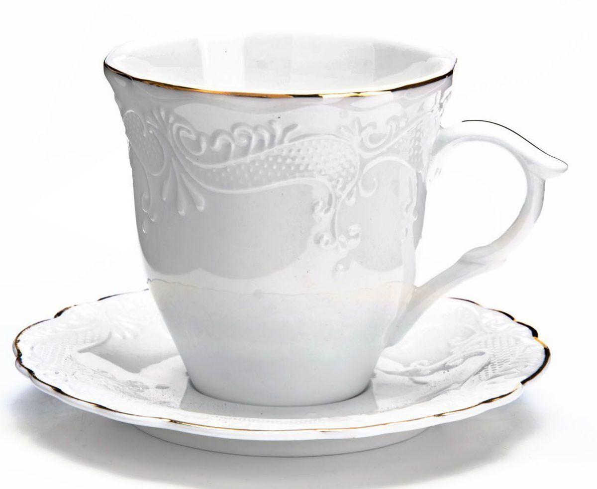 Чайный сервиз Loraine, 12 предметов, 200 мл. 2683026830Чайный набор Loraine на 6 персон, изготовленный из высококачественной керамики изысканного белого цвета, состоит из 6 чашек и 6 блюдец. Изделия набора украшены тонкой золотой каймой и имеют красивый и нежный дизайн.Набор придется по вкусу и ценителям классики, и тем, кто предпочитает утонченность и изысканность. Он настроит на позитивный лад и подарит хорошее настроение с самого утра.Набор упакован в подарочную упаковку. Такой чайный набор станет прекрасным украшением стола, а процесс чаепития превратится в одно удовольствие! Это замечательный выбор для подарка родным и друзьям!Объем чашки: 200 мл.