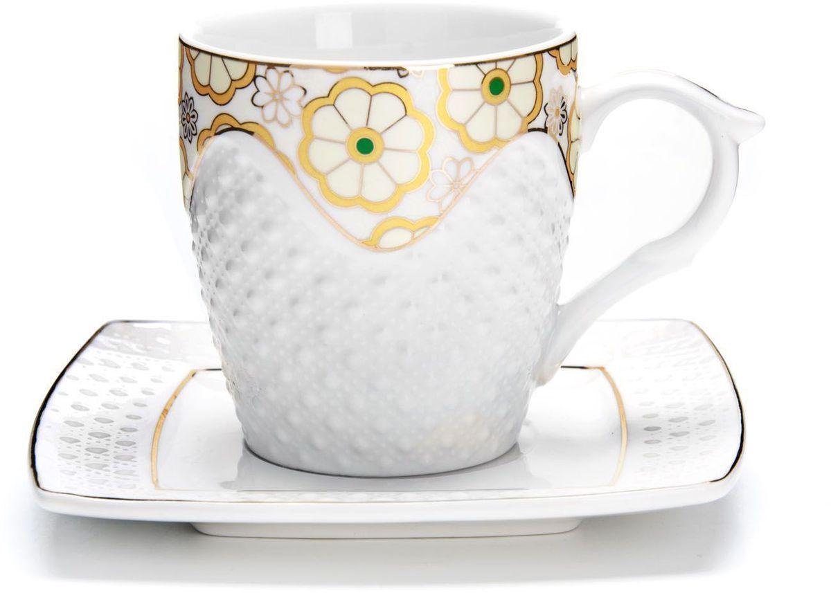 Чайный сервиз Loraine, 12 предметов, 200 мл. 2683326833Чайный набор Loraine на 6 персон, изготовленный из высококачественной керамики изысканного белого цвета, состоит из 6 чашек и 6 блюдец. Изделия набора украшены тонкой золотой каймой и имеют красивый и нежный дизайн.Набор придется по вкусу и ценителям классики, и тем, кто предпочитает утонченность и изысканность. Он настроит на позитивный лад и подарит хорошее настроение с самого утра.Набор упакован в подарочную упаковку. Такой чайный набор станет прекрасным украшением стола, а процесс чаепития превратится в одно удовольствие! Это замечательный выбор для подарка родным и друзьям!Объем чашки: 200 мл.