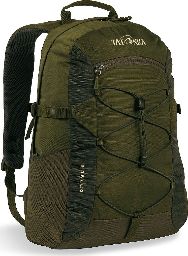 Рюкзак городской Tatonka City Trail, цвет: оливковый, 19 л1621.331Городской рюкзак Tatonka City Trail 19 идеален для ежедневного использования. Спинка Vent Comfort Back System обеспечит вентиляцию даже в жаркий день. Рюкзак оснащен прилегающим к спине карманом для ноутбука 15,4 дюйма. Карман не доходит до дна рюкзака, таким образом, даже если неаккуратно поставить рюкзак на пол, ноутбук будет в сохранности.Основное отделение закрывается на молнию с двумя бегунками. Эластичная стропа по центру рюкзака позволяет закрепить велошлем или куртку.Размер: 43 x 28 x 14 см.