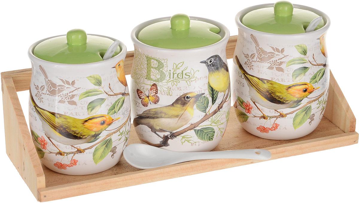 Набор банок для сыпучих продуктов Polystar Collection Birds, с ложками, 7 предметовL2430757Набор Polystar Collection Birds состоит из 3 банок для сыпучих продуктов с крышками, 3 ложек и деревянной подставки. Изделия изготовлены из высококачественной керамики и декорированы цветочным рисунком. Гладкая и ровная глазурованная поверхность обеспечивает легкую очистку.Такой набор гармонично впишется в любой интерьер, дополняя его и делая максимально комфортным. Объем банки: 300 мл. Размер банки: 8 х 8 х 10 см. Размер подставки: 29 х 10 х 7,5 см. Длина ложки: 12,5 см.