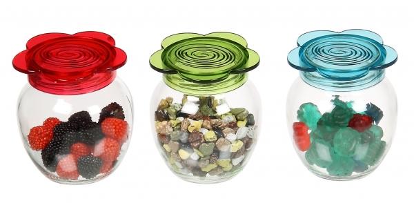 Емкость для специй и сладостей Renga Garden, 370 млRE131568Емкость для специй и сладостей Renga Garden выполнена из прозрачного стекла и оснащена цветной пластиковой крышкой в виде цветка. Прозрачные стенки позволяют видеть содержимое баночки. Крышка легко откручивается, благодаря чему засыпать приправу внутрь очень просто.Такая баночка станет достойным дополнением к вашему кухонному инвентарю.