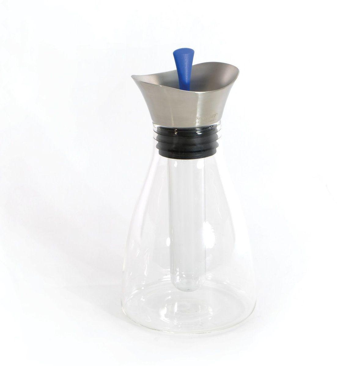 Графин для холодных напитков BergHOFF Eclipse, 1,2 л3700472Графин для холодных напитков BergHOFF Eclipse изготовлен из высокопрочного боросиликатного стекла. Крышка - из нержавеющей стали 18/10 и силикона. Графин идеально подходит для воды, соков, морсов и других напитков.