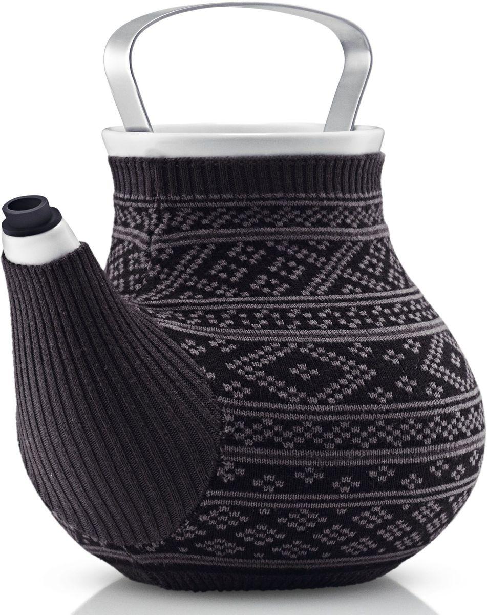 Чайник заварочный Eva Solo My Big Tea, в вязаном чехле, 1,5 л, цвет: серый567414Дизайнеры EvaSolo решили одеть керамические чайники My Big Tea в свитера, таким образом создать на кухне уютную и теплую атмосферу. Чайник My Big Tea предназначен для людей, которые ценят обаяние, функциональность и элегантный дизайн. Емкость чайника 1.5л. Корпус чайника сделан из фарфора, ручка из нержавеющей стали, свитер для чая сделан из натурального трикотажа, специальная силиконовая насадка на носике не дает воде капать мимо. Чайник можно мыть в посудомоечной машине, предварительно сняв свитер, который стирается отдельно в деликатном режиме при 30 градусах.