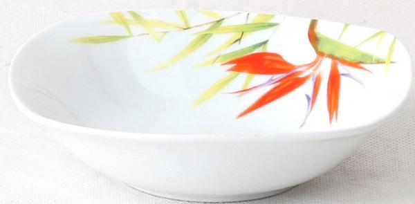 Салатник Domenik Bamboo, диаметр 14 смDM9024Салатник Domenik Bamboo выполнен из фарфора, с цветочным дизайном. Посуда Domenik отличается прочностью, гигиеничностью и долгим сроком службы. Такой салатник прекрасно подойдет как для повседневного использования, так и для праздников или особенных случаев. Салатник Domenik Bamboo - великолепное дизайнерское решение для вашей кухни или столовой.