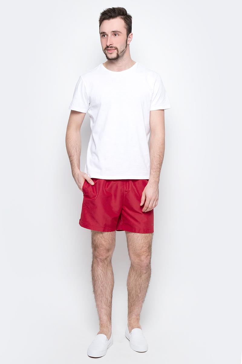 Шорты для плавания мужские Calvin Klein Underwear, цвет: красный. KM0KM00041_601. Размер M (48)KM0KM00041_601Мужские шорты для плавания Calvin Klein Underwear выполнены из быстросохнущего материала с защитой от UVA- и UVB- излучения. Модель имеет широкую эластичную резинку на поясе. Объем талии регулируется при помощи шнурка. Шорты дополнены двумя втачными карманами спереди и одним накладным карманом сзади.