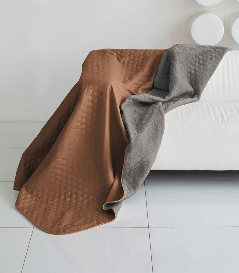 Комплект для спальни Sleep iX Multi Set, 2-спальный, цвет: коричневый, мышиный, 4 предмета. pva221535pva221535Комплект для спальни Sleep iX Multi Set состоит из покрывала, простыни, 2 наволочек. Верх многофункционального одеяла- покрывала выполнен из мягкой микрофибры, которая хорошо сохраняет тепло, устойчива к стирке и износу, а низ выполнен из искусственного меха. Этот мех не требует специального ухода, он легко чистится и долгое время сохраняет мягкость и внешний вид. Наволочки,простыня и чехлы подушек выполнены из микрофибры.Комплект для спальни Sleep iX Multi Set - это прекрасный способ придать спальне уют и привнести в интерьер что-то новое. Размер одеяла-покрывала: 180 х 220 см. Размер простыни: 230 х 240 см. Размер наволочек: 50 х 70 см. (2 шт) Наполнитель: Силиконизированное волокно.