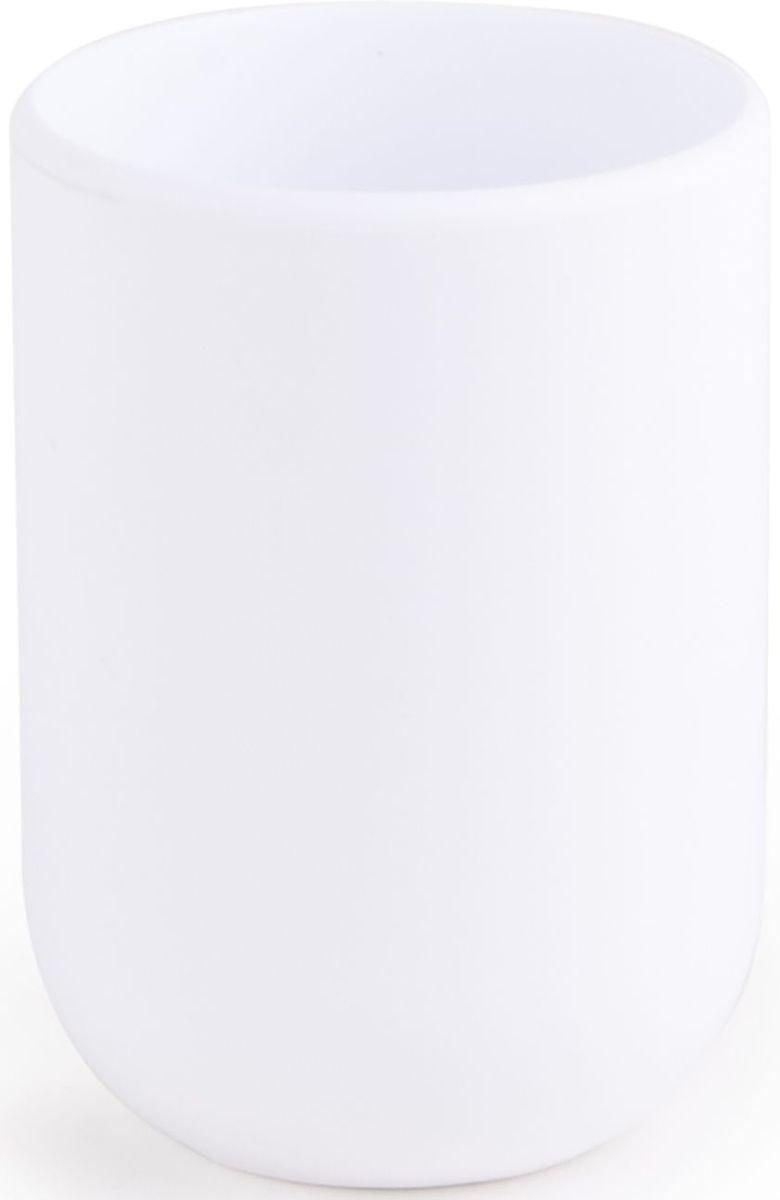 Стакан для ванной Umbra Touch, цвет: белый, 10 х 19,1 х 7 смES-412Стакан для ванной - это тот маленький, почти незаметный, но очень важный предмет, который мы используем ежедневно для полоскания рта или даже просто как подставку для щеток. Он нужен всем и всегда, это бесспорно. Но как насчет дизайна? В Umbra уверены: такой простой и ежедневно используемый предмет должен выглядеть лаконично и необычно. Ведь в небольшой ванной комнате не должно быть ничего вызывающе яркого. Немного экспериментировав с формой, дизайнеры создали стакан Touch, который придется кстати в любом доме!Выполнен из приятного на ощупь пластика, удобно держать в руках.