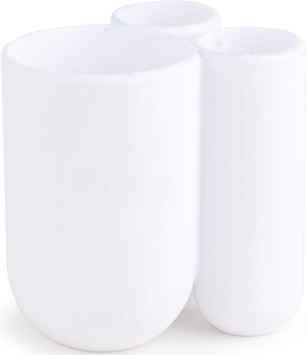 Стакан для зубных щеток Umbra Touch, цвет: белый, 10 х 7 х 8 см391602Функциональность подставки для зубных щеток неоспорима - где же еще их хранить. А вот как насчет дизайна? В Umbra уверены: такой простой и ежедневно используемый предмет должен выглядеть лаконично, но необычно. Ведь в небольшой ванной комнате не должно быть ничего вызывающе яркого. Немного экспериментировав с формой, дизайнеры создали подставку Touch, которая придется кстати в любом доме и вместит зубные щетки всех членов семьи и тюбик зубной пасты.Выполнена из приятного на ощупь пластика.