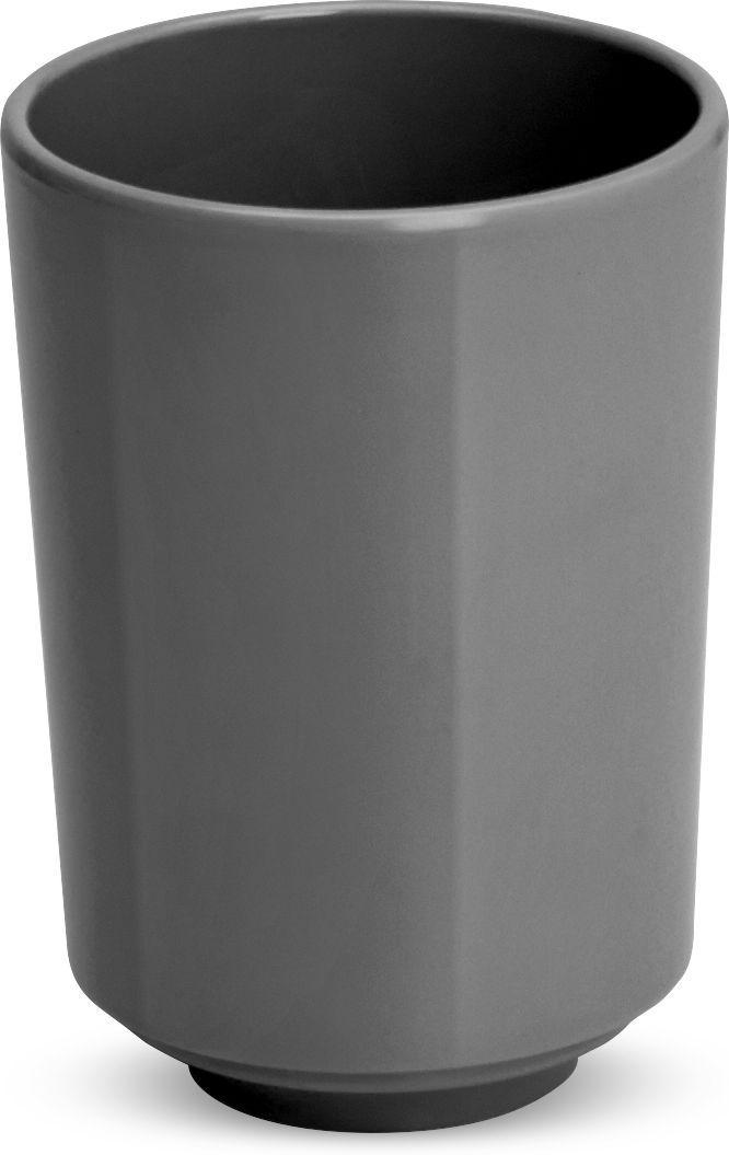 Стакан для ванной Umbra Step, цвет: темно-серый, 7,5 х 7,5 х 10,5 см023835-149Step – коллекция минималистичных и функциональных предметов, изготовленных из меламина. Простой небьющийся стакан можно использовать для хранения зубных щеток или для полоскания при чистке зубов.Размеры: 7,5 х 7,5 х 10,5 см