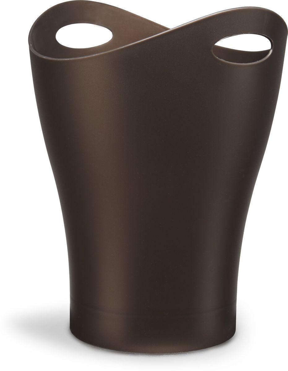 Контейнер мусорный Umbra Garbino, цвет: бронза, 33 х 25 х 25 см082857-125Umbra Garbino - объемная корзина для бумаг из литого глянцевого пластика с двумя удобными ручками для переноски. Благодаря современному лаконичному дизайну Umbra Garbino часто используют в качестве вазы для цветов или ведерка со льдом для охлаждения напитков. Дизайн контейнера разработал Карим Рашид. Данная модель находится в постоянной экспозиции музея современного искусства MoMa в Нью-Йорке.Объем: 9 л.