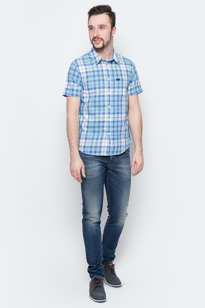 Рубашка мужская Lee, цвет: голубой, белый. L875JPSB. Размер M (48)L875JPSBСтильная мужская рубашка Lee, выполненная из натурального хлопка с принтом в клетку, станет отличным дополнением гардероба в летний период.Модель с отложным воротником и короткими рукавами застегивается на пуговицы по всей длине и дополнена накладным карманом.Модель подойдет для офиса, прогулок и дружеских встреч и будет отлично сочетаться с джинсами и брюками.