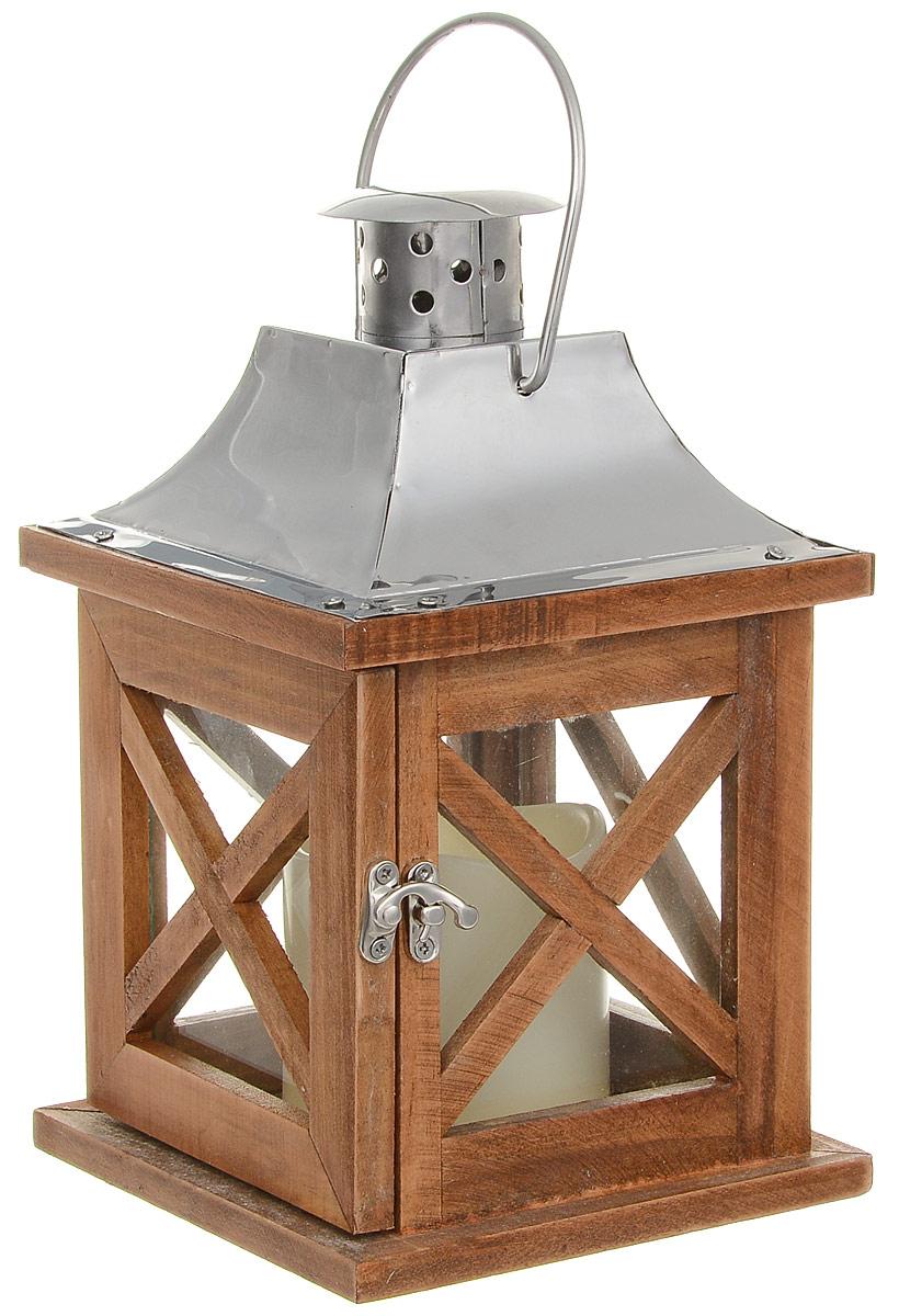 Фонарь декоративный Gardman Farne, со светодиодной свечой18717Декоративный фонарь Gardman Farne станет прекрасным украшением вашего дома и сада. Изделие, выполненное из дерева и металла, оснащено светодиодной пластиковой свечой. В свечу встроен таймер включения/выключения, который вы легко сможете настроить для ежедневного использования. Работает от 2 батареек АА (в комплект включены).Размер изделия: 14 х 14 х 23 см.