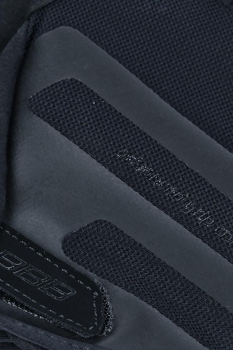 Когда трейлы накаляются от зноя, перчатки Airzone - ваш лучший выбор. Эти перчатки с длинными пальцами снабжены тыльной стороной из сетчатого материала и вентилируемой ладонью с полиуретановыми вставками для крепкого хвата. Гелевые вставки предупреждают усталость и защищают при падениях. Большой и указательный пальцы дополнительно защищены материалом Clarino. Сетчатая структура верхней части обеспечивает хорошую вентиляцию. Такие перчатки идеальны при эксплуатации в условиях высоких температур. Тыльная сторона из сетчатого материала Airmesh. Перфорированная ладонь с вставками из полиуретана для надёжного хвата. Манжета анатомического кроя дополнена застёжкой-липучкой.   Состав: 28% полиамид, 24% полиуретан, 21% полиэстер, 15% эластан, 12% полиэтилен.      Гид по велоаксессуарам. Статья OZON Гид