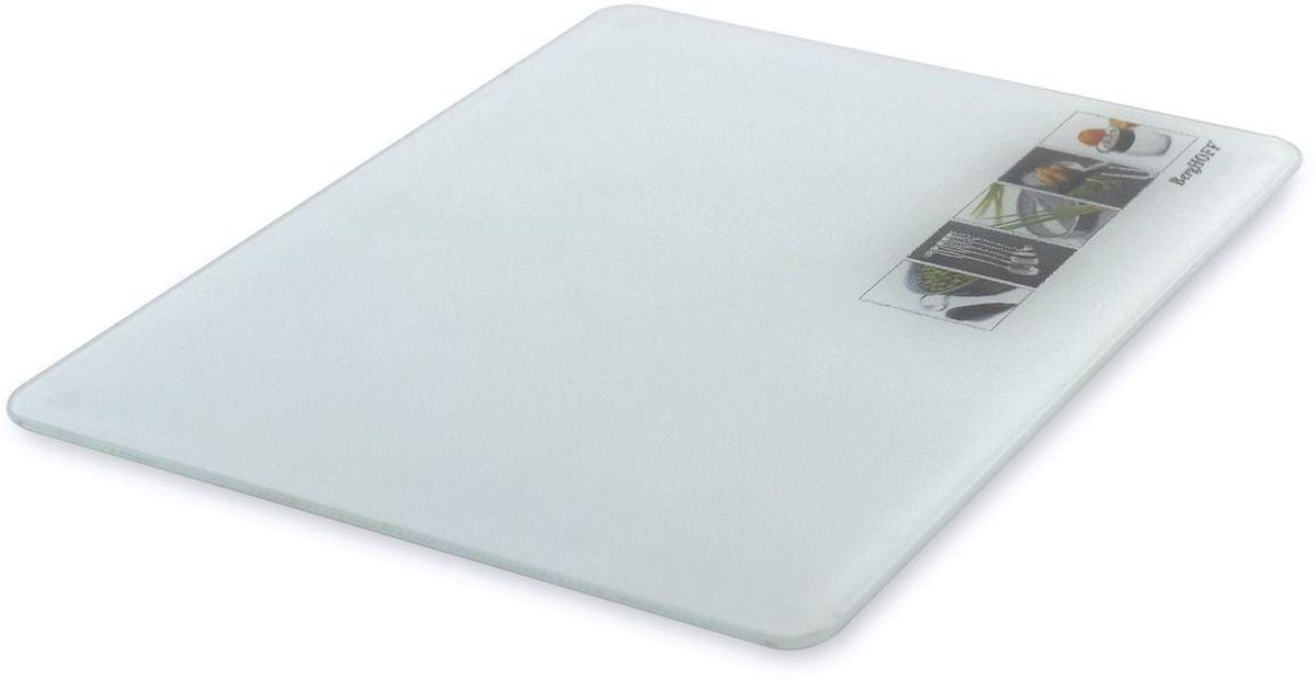 Доска разделочная BergHOFF Studio, стеклянная, 40 х 30 см1107011Доска разделочная BergHOFF Studio -это стильная разделочная доска, способная выдержать большие нагрузки. Долговечная, можно использовать как подставку под горячее, незаменима для разделки рыбы, прочная, хороша для замеса теста.Разделочная доска из закаленного стекла BergHOFF незаменима для:Разделки рыбы – если мясо можно разделать и на деревянной, то рыбу, только на стеклеПодставка под горячее, в том числе при подаче на стол – это красиво, не портит внешний видЗамес теста – дрожжевое тесто совсем нежелательно месить на деревянной доскеОсобенности:Устойчива к царапинамПодходит для посудомоечной машиныТермостойкаяИзносостойкая