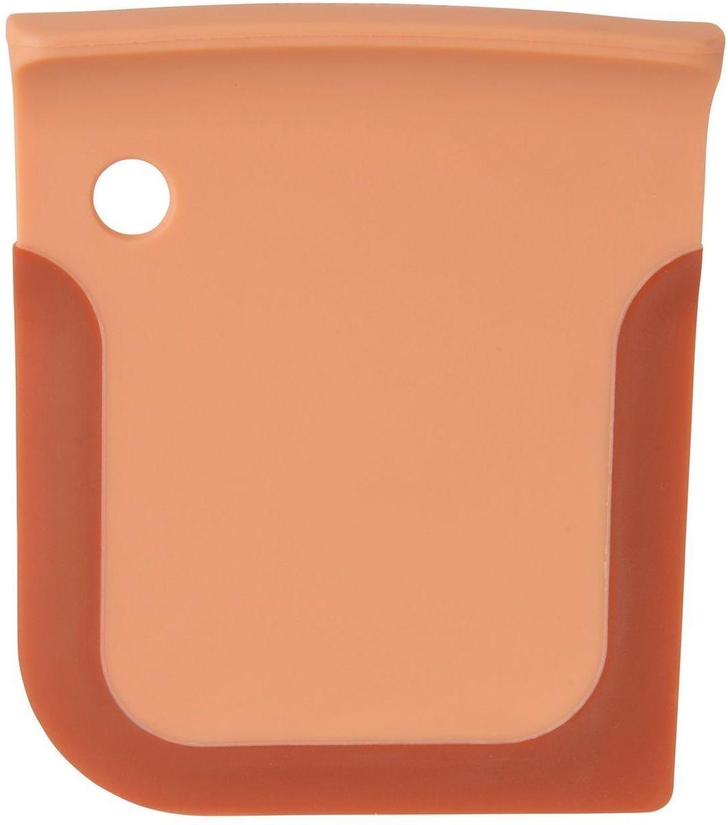 Скребок кухонный BergHOFF Leo, длина 10,5 см3950026Пропиленовый скребок BergHOFF Leo призван уменьшить беспорядок на рабочем столе и сделать процесс приготовления выпечки более практичным. Гибкие края скребка подойдут для мисок любой формы и размера, а жесткий сердечник обеспечит лучший контроль при смешивании. Также очень удобен для перемешивания теста в миске. Для хранения подвесьте скребок за специальное отверстие.