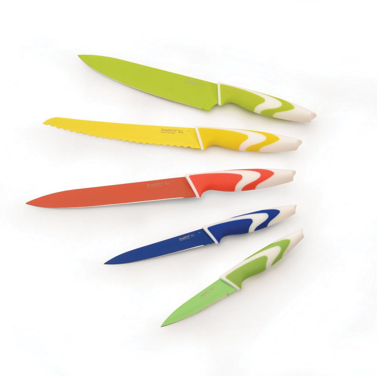 Набор ножей BergHOFF Studio, с керамическим покрытием, 5 шт1304002Лезвия из высококачественной нержавеющей стали и ручки из прочного синтетического материала. Легкость и великолепный баланс для простоты в использовании. Цвета позволяют легко выбрать правильный нож для конкретной работы. Керамическое покрытие обеспечивает плавное нарезание без прилипания нарезаемой пищи к лезвию.Состав набора:нож для очистки овощей 9 см;универсальный нож 13 см;нож для мяса 20 см;поварской нож 20 см;нож для хлеба 20 см.