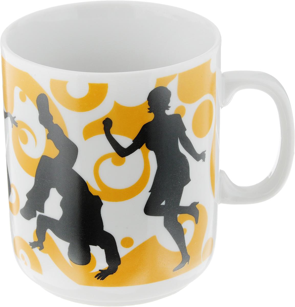 """Кружка Фарфор Вербилок """"Dance"""" способна скрасить любое  чаепитие. Изделие выполнено из высококачественного  фарфора. Посуда из такого материала позволяет сохранить  истинный вкус напитка, а также помогает ему дольше  оставаться теплым. Диаметр по верхнему краю: 7,5 см. Высота кружки: 10 см."""